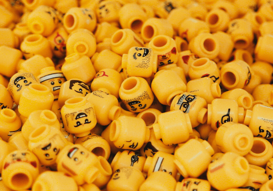 A pile of different lego heads.